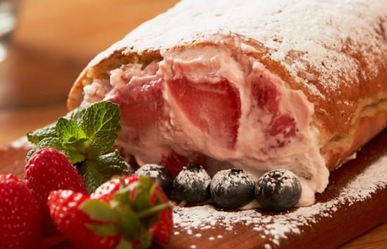 strawberry-and-cream-roulade.jpg@4425