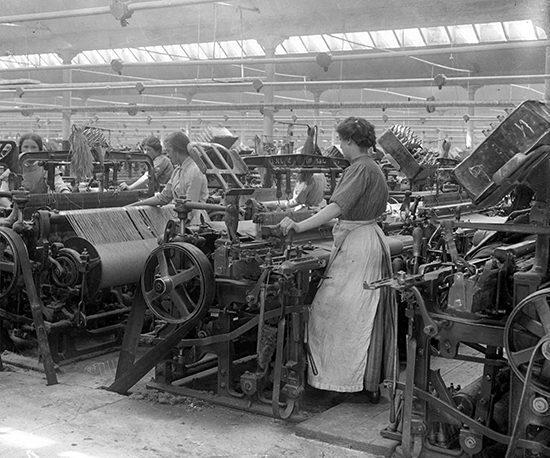 E173 Jute Weaving Girls at Work 00_07 (C)DCT
