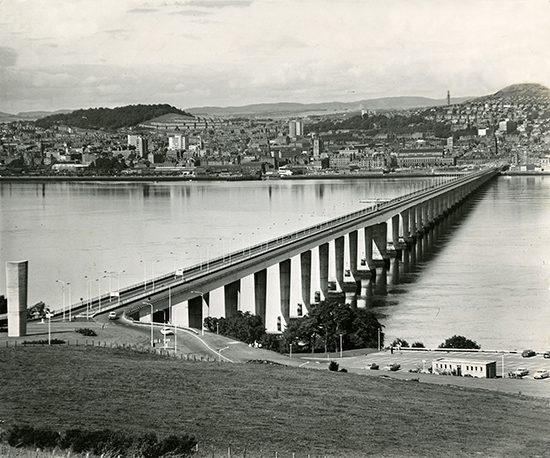 H228 196x-00-00 Tay Road Bridge from Fife (C)DCT